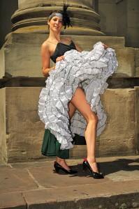 Devenons nous danseuse de French cancan quand on en revêt le costume ?