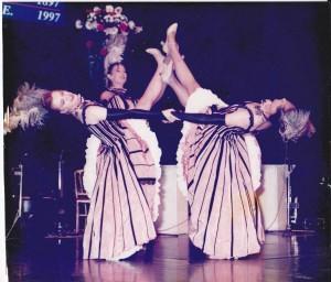 Costumes de french cancan réalisés pour la compagnie Baleanko en 1993