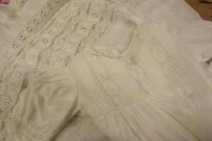 Fines dentelles robe de baptême en baptiste