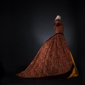 Une allure exceptionnelle pour cette robe vue de profil réalisée par marie Ringlr Credit photo Thomas K