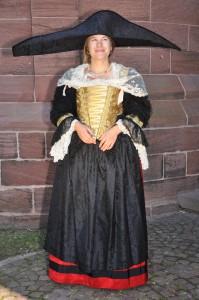 Belle Strasbourgeoise Jupe en shantung de soie, tablié broché, corselet de soie brodée. Atelier la Colombe Strasbourg