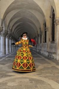 Arlecchina portée par Christine L sous les arcades du Palais des Doges