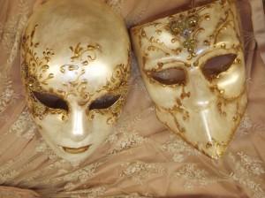masques peints à l'Atelier la Colombe par Laurence BOUR