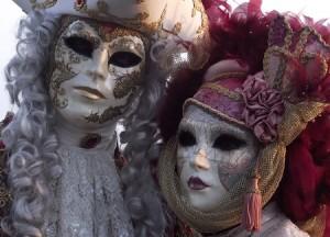 Masques décorés par Analisa dans l'Atelier Schegge à Venise