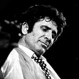 Gilbert Becaud et sa célèbre cravate à pois
