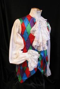 Gilet Arlequin XVIII rouge et bleu, chemise à jabot, existe en plusieurs tailles