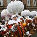 Jets d'oranges au Carnaval de Binche