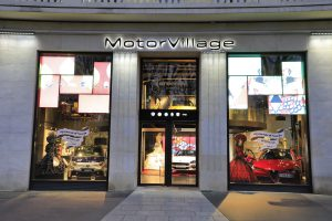 La vitrine de Motor Village, 2 rond point des champs Elysée