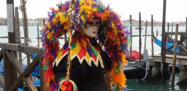 Entrez dans la magie du carnaval vénitien en louant un costume à l'Atelier la Colombe
