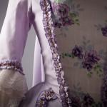 Robe XVIII à la française en lin mauve et imprimé
